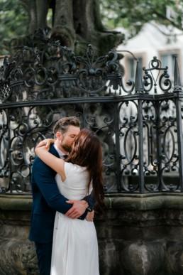 Verliebtes Brautpaar in Bamberg Julia reif Fotografie