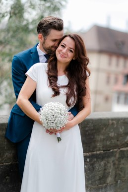 Verliebtes Brautpaar in Bamberg