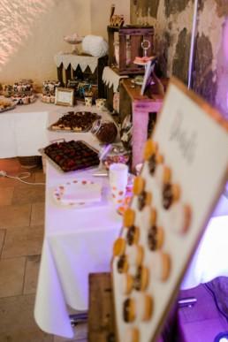 Kaffeetrinken Hochzeit in Franken Caketable Julia Reif Fotografie Donutwall