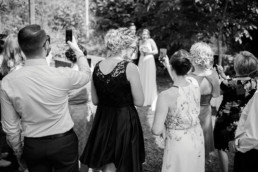 Gästefotos nach der Trauung Hochzeit in den Weinbergen