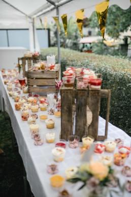 Sektempfang mit Häppchen und Süßem