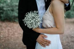 Paarshooting im Hain mit Julia Reif Fotografie bei der Hochzeitsreportage in Bamberg