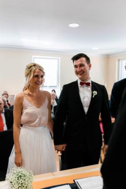 Hochzeitsfotografin Bamberg Julia Reif Fotografie fotografiert Susi und Deniz bei ihrer Trauung im Standesamt Bamberg