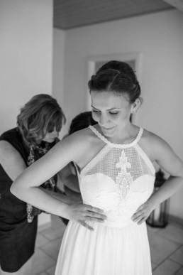 Anziehen Brautkleid