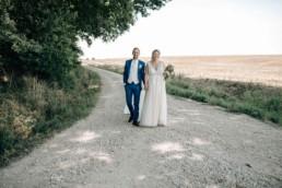 Brautpaar Feldweg