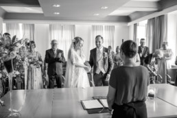 Glückliches Brautpaar Ja-Wort