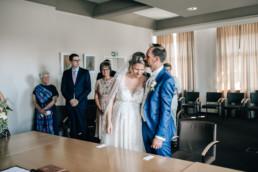 Verliebtes Brautpaar Standesamt