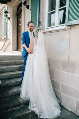 Romantischer Blick beim Pärchenshooting am Hochzeitstag