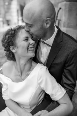 Strahlende Braut Kuss
