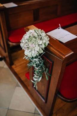 Blumendeko Kirche Hochzeit