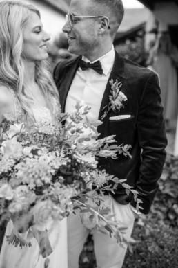 Brautstrauß Brautpaar Innige Blicke