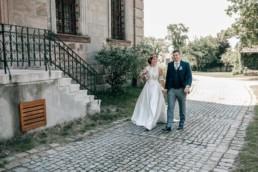 Brautpaar Spaziergang