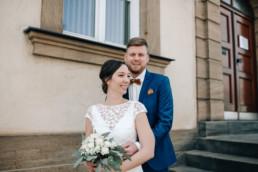 Glückliches Brautpaar bei Elopement im Schloss Seehof Bamberg