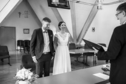 Schwarz weiß Foto von Standesamtlicher Trauung im Schloss Bamberg, mit Hochzeitsfotografin Julia Reif