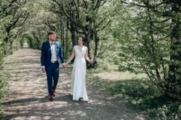 Natürliche Hochzeitsfotos in Bamberg im Park des Schloss Seehof
