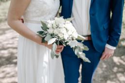 Nahaufnahme natürlicher Brautstrauß bei Hochzeit im Schloss Seehof in Bamberg
