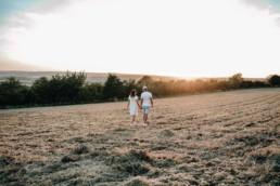 Sonnenuntergang Feld Paar Verlobung